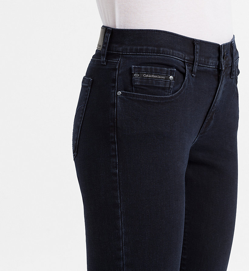CALVIN KLEIN JEANS Mid-Rise Skinny-Jeans - WONDER RINSE - CALVIN KLEIN JEANS KLEIDUNG - main image 2