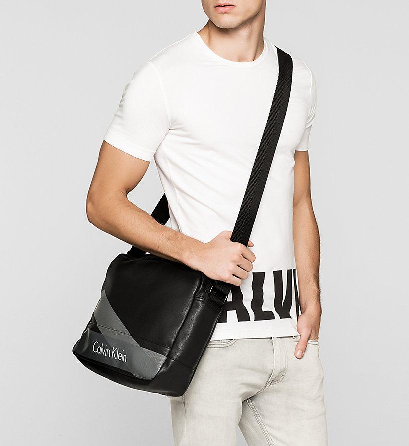 messenger bag calvin klein k50k502336001. Black Bedroom Furniture Sets. Home Design Ideas