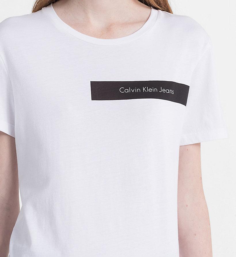T shirt avec logo calvin klein j20j207049203 - T shirt avec photo ...