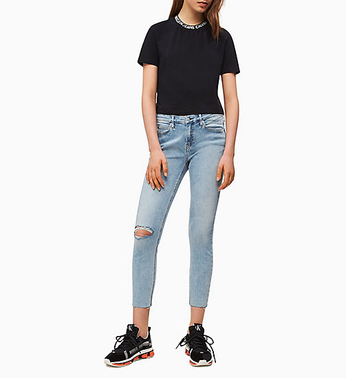 3f42223cd9e78b £40.00Cropped Logo Collar T-shirt
