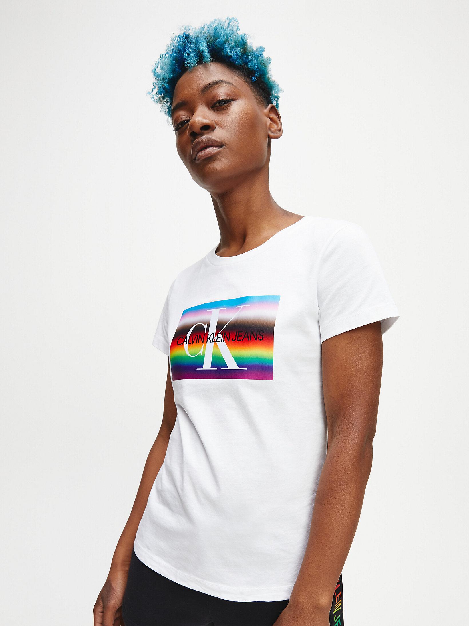 ??PRODUCT_IMAGE_ALT_TEXT??? | T-shirt slim in cotone biologico con logo arcobaleno,BRIGHT WHITE,donna,CALVIN KLEIN JEANS