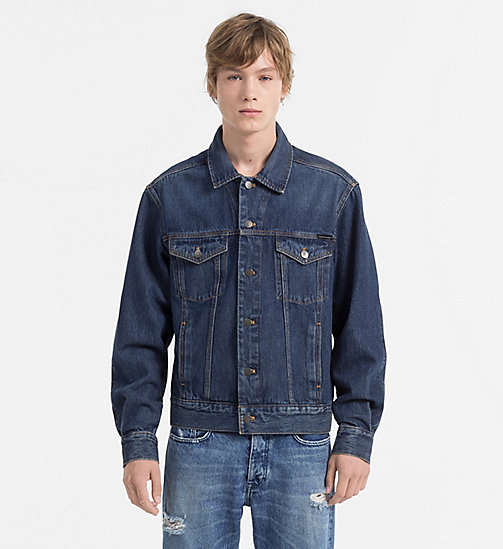 CALVIN KLEIN JEANS Giacca trucker in jeans - BOWERY BLUE - CALVIN KLEIN JEANS JEANS SU JEANS - immagine principale