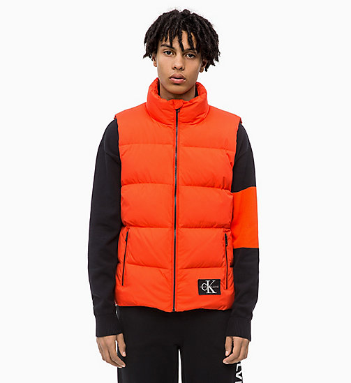 CALVIN KLEIN JEANS Gilet matelassé en duvet - PUMPKIN RED - CALVIN KLEIN JEANS IN THE THICK OF IT FOR HIM - image principale