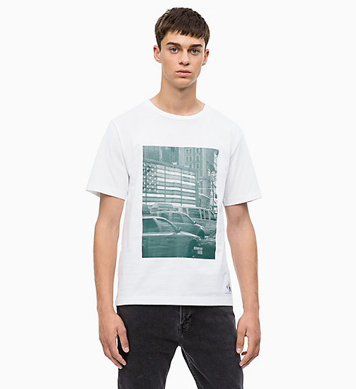 CALVIN KLEIN JEANS T-Shirt mit Print - BRIGHT WHITE/ JUNE BUG - CALVIN KLEIN JEANS NEW IN - main image
