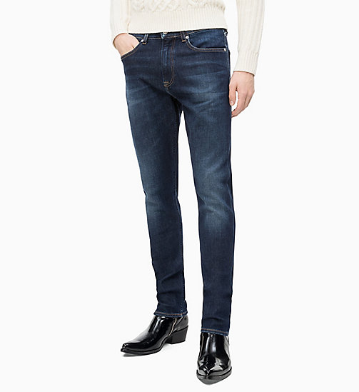 CALVIN KLEIN JEANS CKJ 056 Athletic Taper Jeans - DIGEREEDOO BLUE (BRUSHED) - CALVIN KLEIN JEANS IN THE THICK OF IT FOR HIM - imagen principal