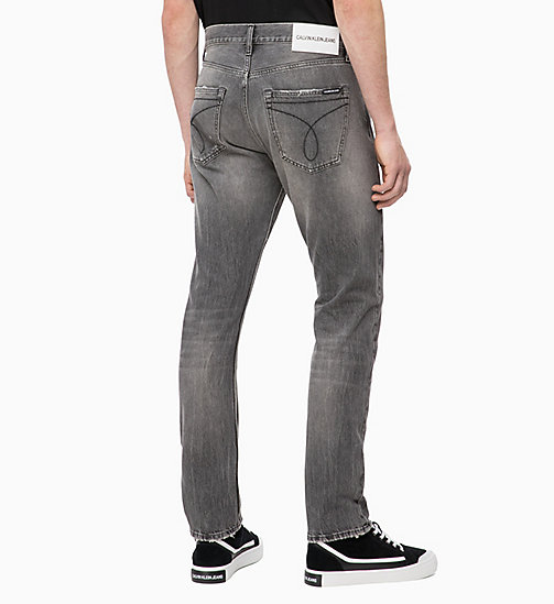 CALVIN KLEIN JEANS CKJ 056 Athletic Tapered Jeans - MOKA GREY -  BOLD GRAPHICS - image détaillée 1