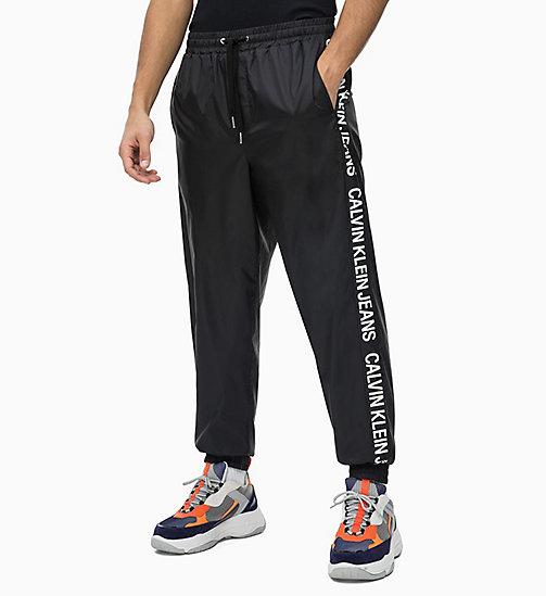 NOUVEAU CALVIN KLEIN JEANS Pantalon de jogging en nylon avec logos latéraux  - CK BLACK - CALVIN ... 6381d3b75e6
