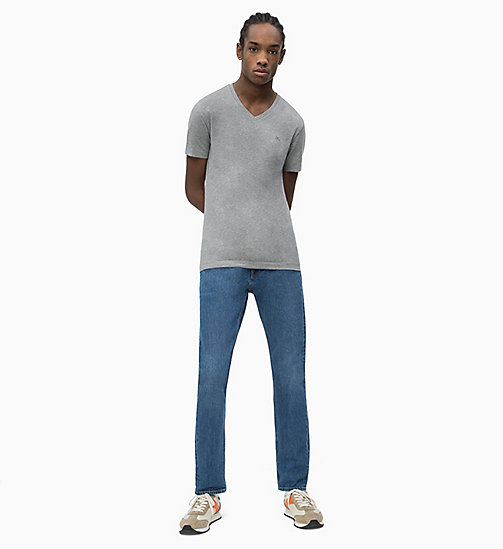 CALVIN KLEIN JEANS Slim Fit T-Shirt mit V-Ausschnitt - GREY HEATHER - CALVIN KLEIN JEANS NEW IN - main image 1