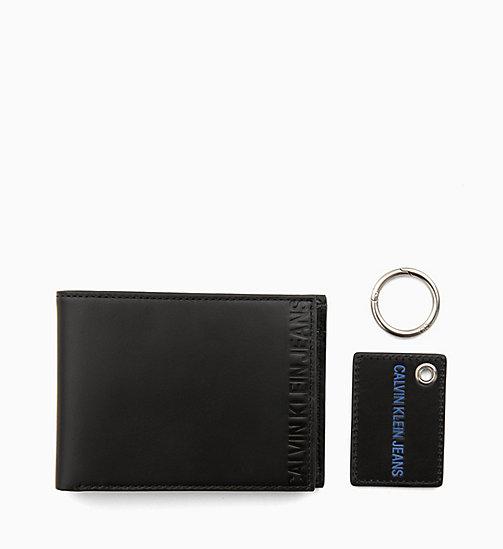6071e12e93 69,90Confezione regalo portafoglio in pelle e anello portachiavi