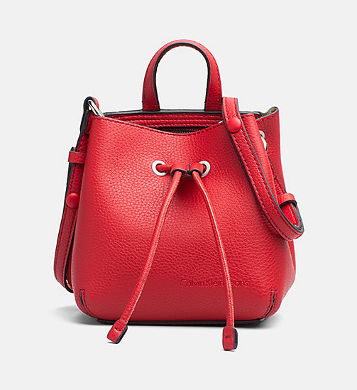 CALVIN KLEIN JEANS Kleine bucket bag - SCARLETT -  TRUE COLOURS - main image