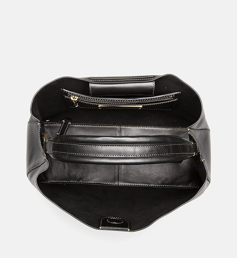 gro e tote bag aus leder calvin klein k60k604323000. Black Bedroom Furniture Sets. Home Design Ideas